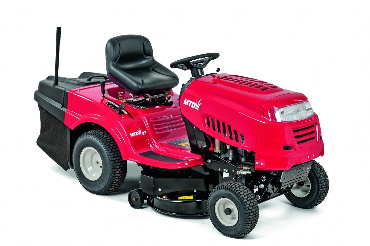 MTD 92 - travní traktor s zadním výhozem