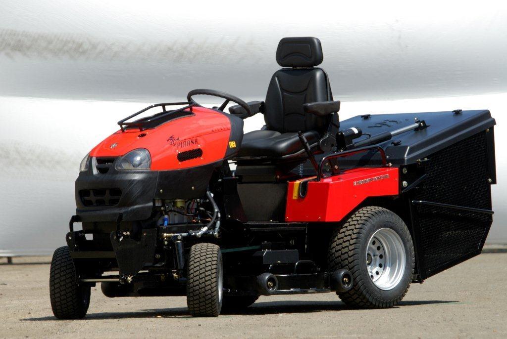 W 3651 PIRAŇA - zahradní traktor + DÁREK
